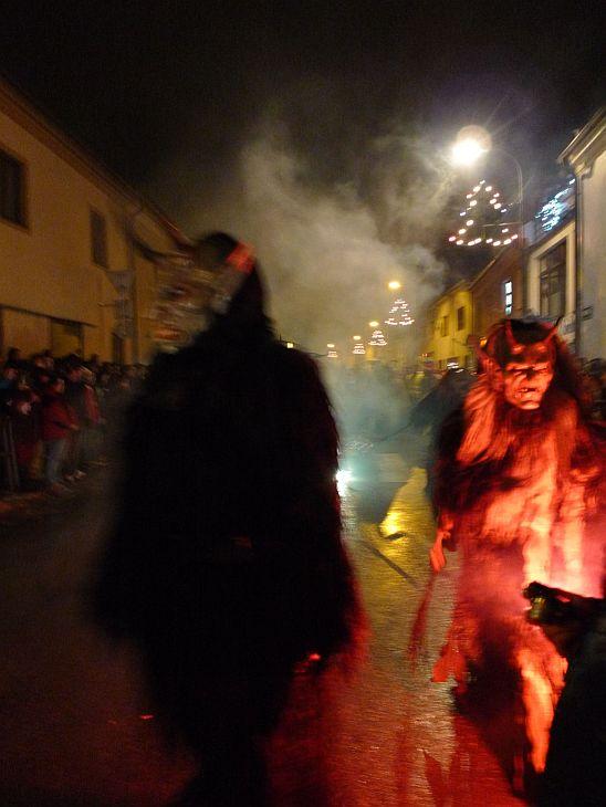 KAPLICE - Krampus show a davy návštěvníků   Zprávy - 8.1.2013 ... 70b7cd5d88